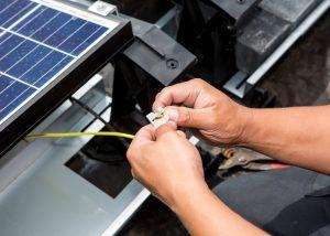 zonnepanelen-platdak-detailfoto